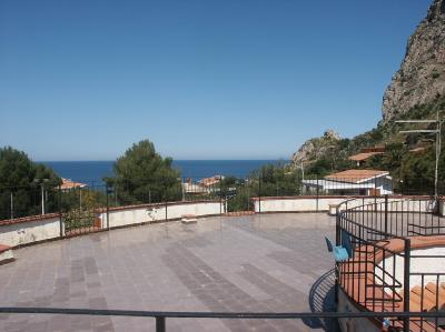 Rent apartment seaside santa flavia